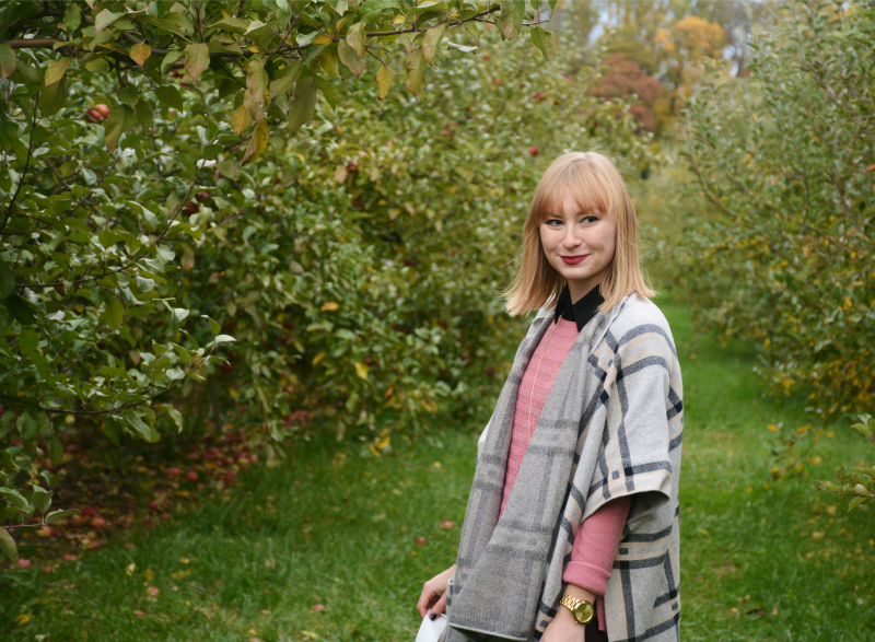 Styling a Plaid Cape for Apple Picking | Organized Mess