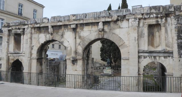 Porta d'August ...i de Nîmes