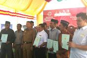 Warga Desa Lowa Terima Sertifikat Tanah Program PTSL
