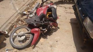 Carro colide em moto com casal e criança em Nova Floresta