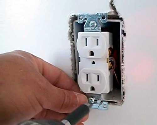 Instalaciones eléctricas residenciales - Cambio de contacto dúplex