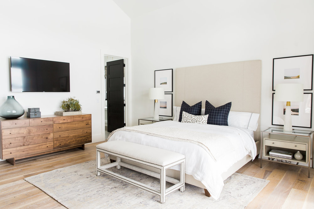 Modern urban mountain bedroom by Studio McGee