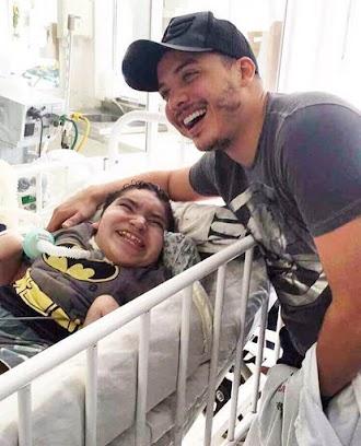 Wesley Safadão visita crianças internadas no Recife-PE