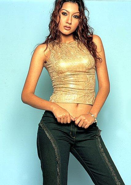 Gauhar Khan in jeans, Gauhar Khan in tight dress, Gauhar Khan sexy navel