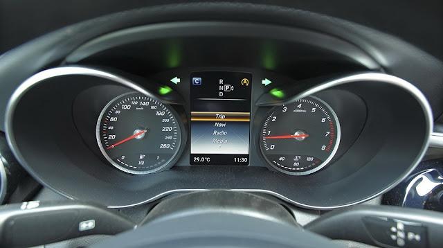 Bảng đồng hồ Mercedes C200 thiết kế dạng Ống xả đậm chất thể thao