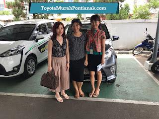 Ibu Sandra beli Calya 1.2 G A/T warna abu-abu gelap - Harga Toyota di Pontianak