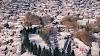 Μαγευτικές εικόνες με drone από το χιονισμένο Μέτσοβο και από τη λίμνη των πηγών Αώου