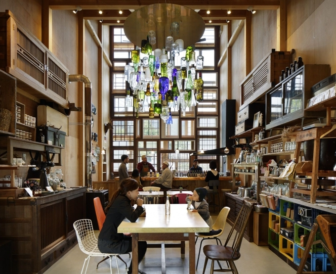 01-Kamikatz-Public-House-a-Pub-in-Japan-Built-out-of-Recycled-Materials-Hiroshi-Nakamura-&-NAP-www-designstack-co