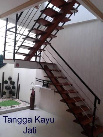 Tangga Ruangan Rumah Minimalis dari Kayu jati