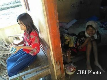 Sedih.. Masih 11 Tahun, Bocah Ini Rawat Ibunya yang Lumpuh Sendirian