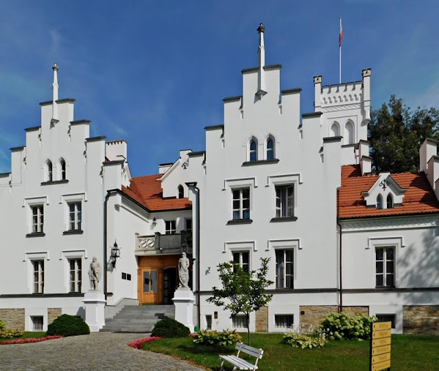 Sulisław, zabytek, pałac