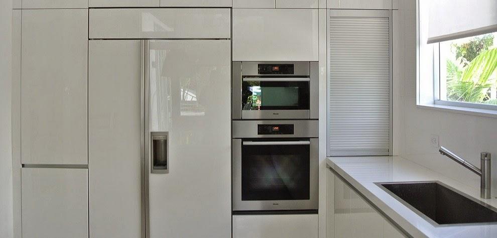 Bajo la ventana un lugar poco habitual para cocinar - Donde colocar tv en cocina ...