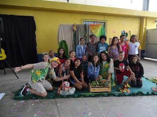 Crianças conhecem a bananicultura em projeto da ABAVAR em Sete Barras