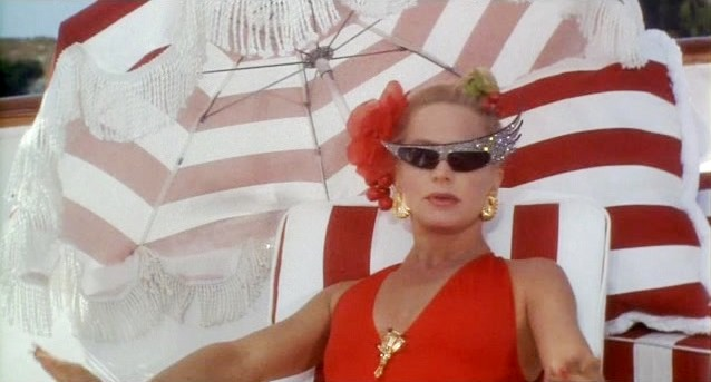 Movie and TV Cast Screencaps: Goldie Hawn as Annie