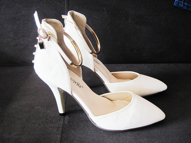 https://www.lovelywholesale.com/wholesale-fashion+pointed+closed+toe+metal+decoration+stiletto+super+high+heel+apricot+pu+ankle+strap+pumps-g145611.html