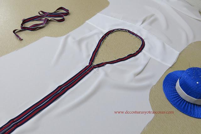 blusa blanca decorada con cinta contraste