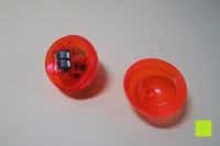 Batterien einlegen: Catit 2.0 Senses Ball für Katzen