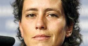 Miraventzen Albertina Carri Un Cross A La Mandibula Del Espectador