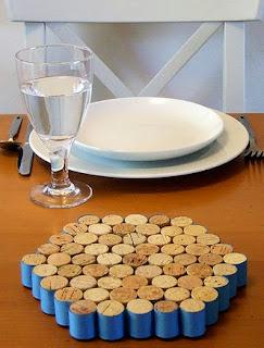 http://translate.googleusercontent.com/translate_c?depth=1&hl=es&rurl=translate.google.es&sl=auto&tl=es&u=http://www.craftynest.com/2009/07/wine-cork-trivet/&usg=ALkJrhi2WyGsZCaDy-9K6ZhWZNaIUKzamA