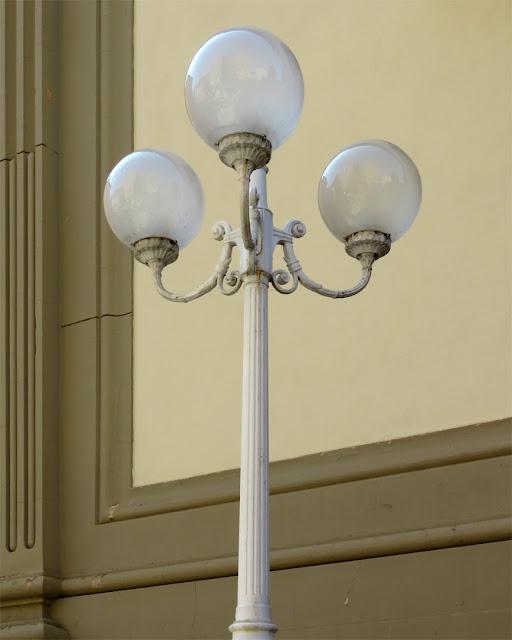 A white lamp post, Via del Bosco, Livorno