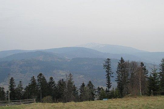W dali widoczna jest Babia Góra
