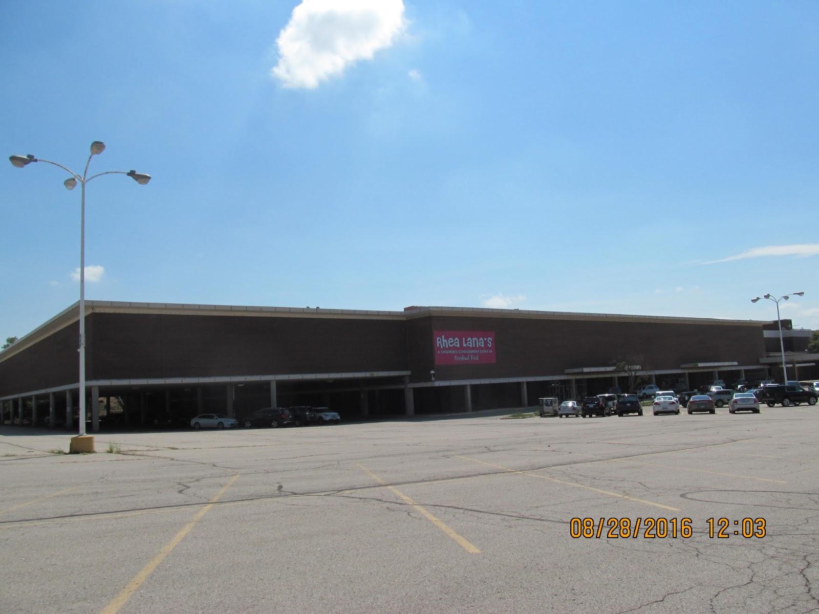 Metcalf Auto Plaza >> Trip to the Mall: Metcalf South 8/16 Update- Overland Park, Kansas