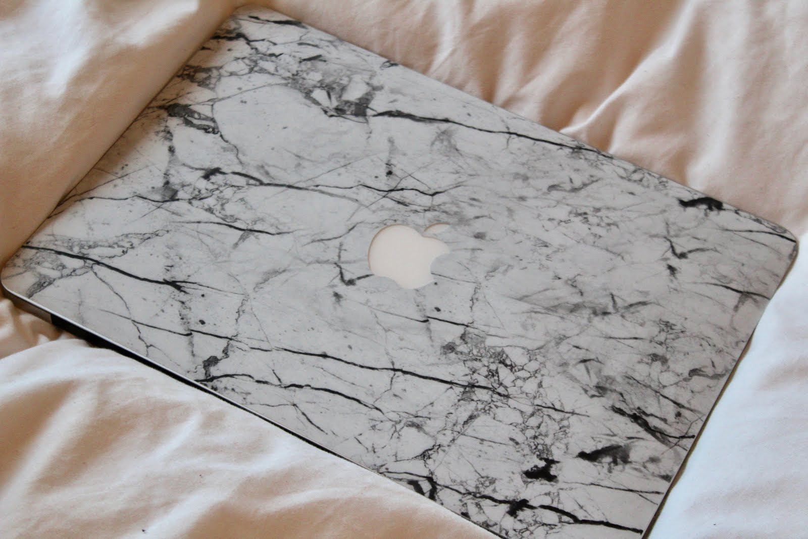 CASEAPP GIVEAWAY | Personalised phone case & laptop skins