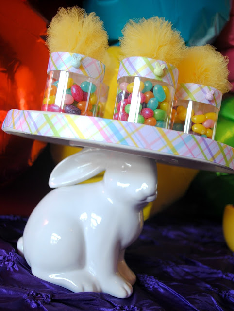 Party favors at an Easter party by Fizzy Party