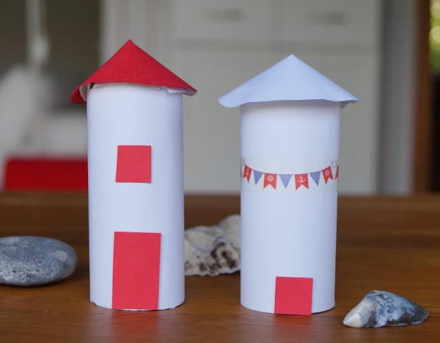 DIY: Kinderleicht Leuchttürme aus Klorollen basteln! Leuchttürme in verschiedenen Varianten mit Kindern aus Klopapierrollen zu bauen und mit Masking Tape zu verzieren, ist einfach und macht Spaß!