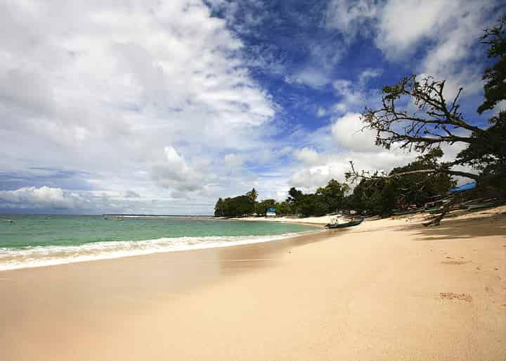 Wisata Pantai Linau