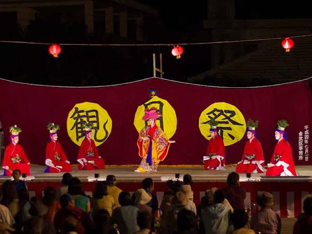 classic Okinawa dance, ladies in red kimonos