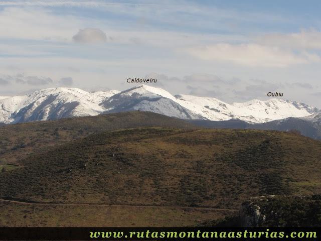 Vista del Caldoveiru y L'Oubiu desde el Cervera