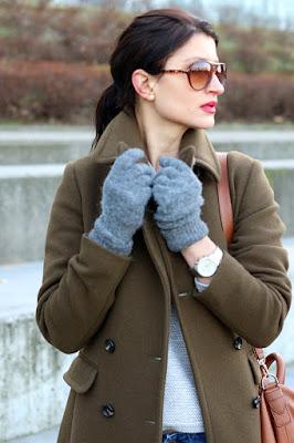 novamoda style, novamoda stylizacje, Novamoda streetstyle, khaki, styl oficerski, brązowa torebka, classic, jesienny płaszcz, płaszcz, casual style, jesienne inspiracje, jesienny styl, jesień w mieście, Marc o'Polo, blog moda po 30ce, kobiety, styl życia, oliwkowy płaszcz, płaszcz khaki, jak nosić płaszcz