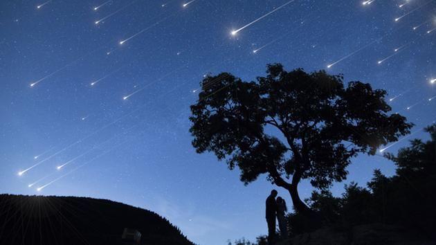 Jangan Lewatkan! Hujan Meteor Hiasi Gerhana Bulan Total, Terlama Abad Ini