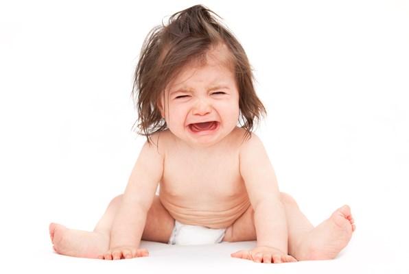 كيفية التعامل مع الطفل كثير البكاء
