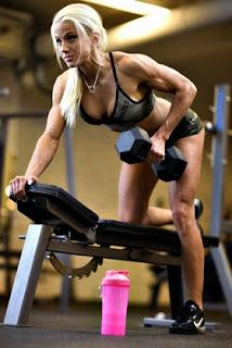 Muchas repeticiones con peso definir músculo