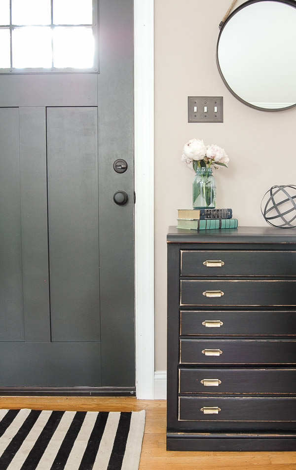 spring entryway with black and ivory rug