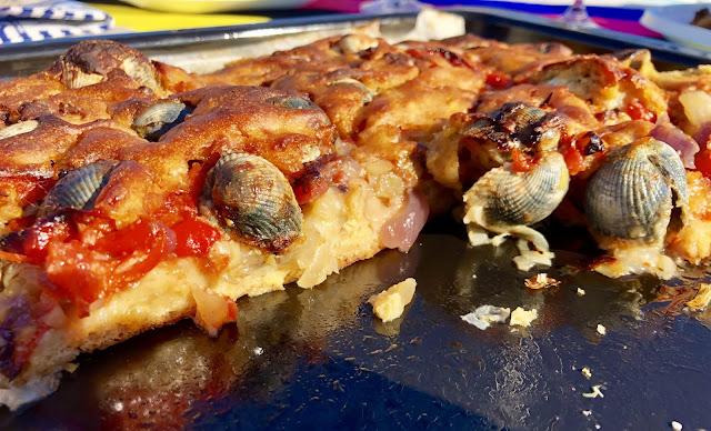 Empanada De Maíz De Berberechos Al Estilo De Noia …, Cuidado Con Los Dientes… Que Van Con Concha.