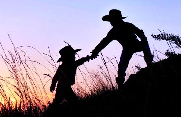 Habis Gelap Terbitlah Terang Dengan Mau Membantu dalam tulus