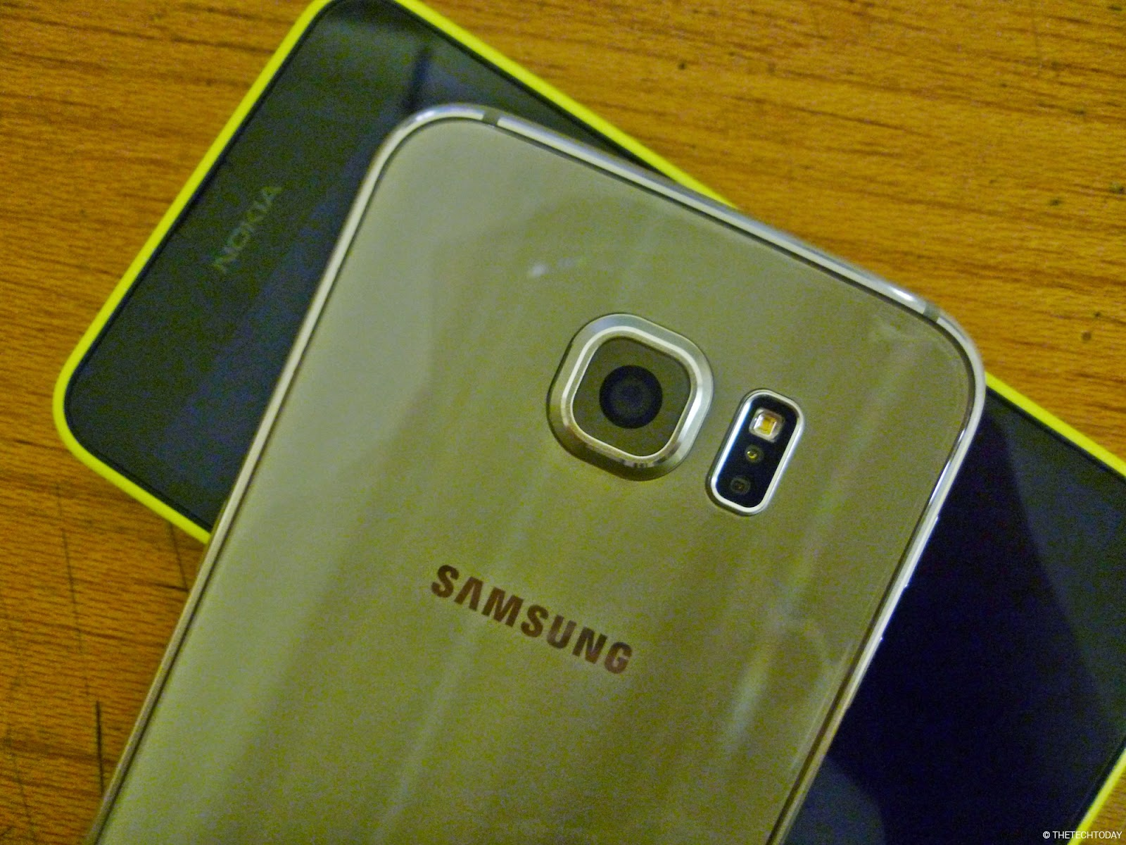 galaxy-s6-gold-lumia-630-comparison