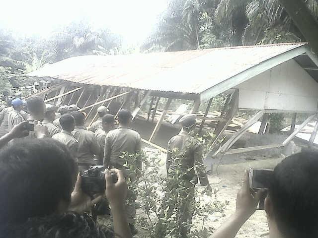 Giliran GKPPD di Lae Balno Dibongkar Satpol PP Aceh Singkil