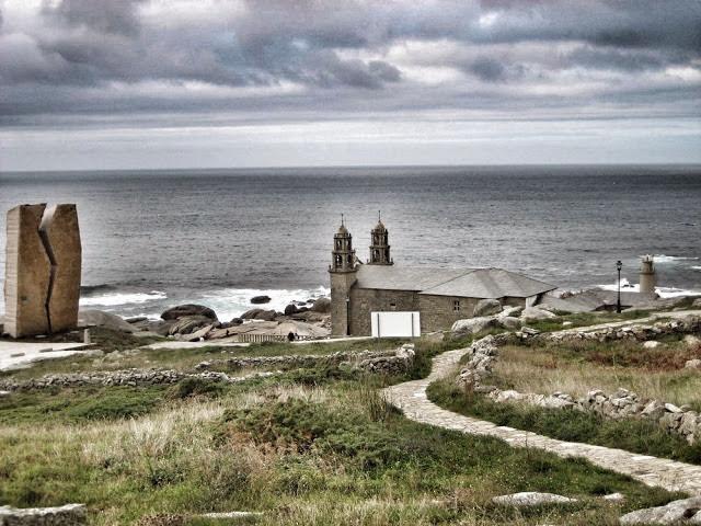Sanktuarium A Virxe da Barca w Muxíi płonie