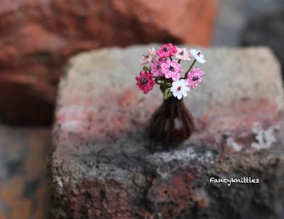 https://www.etsy.com/listing/626097399/cosmos-flowers-bouquet-miniature-vase?ref=shop_home_active_3