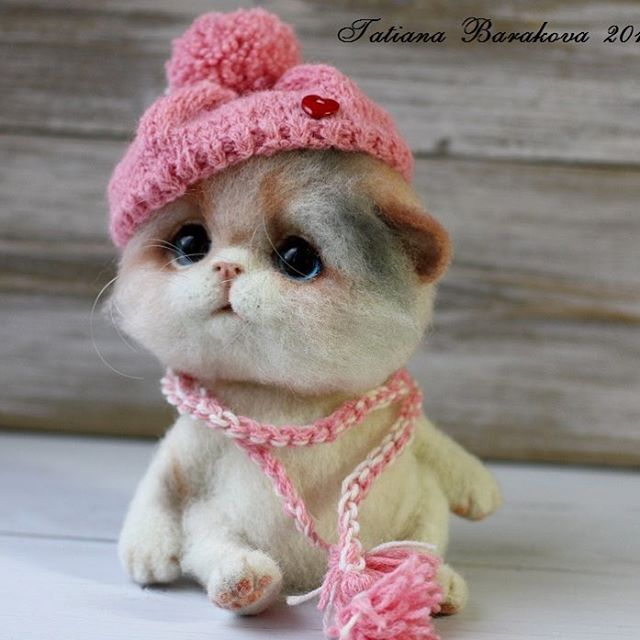 07-Cat-With-Hat-Tatiana-Barakova-Татьяна-Баракова-Plush-little-Animals-made-of-Wool-www-designstack-co
