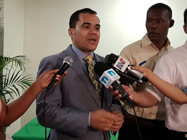 """Diputado Elías Báez dice el pueblo debería estar dispuesto a """"quemar el Congreso"""" si se modifica Constitución"""