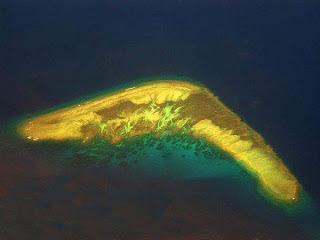Pulau berbentuk Bumerang