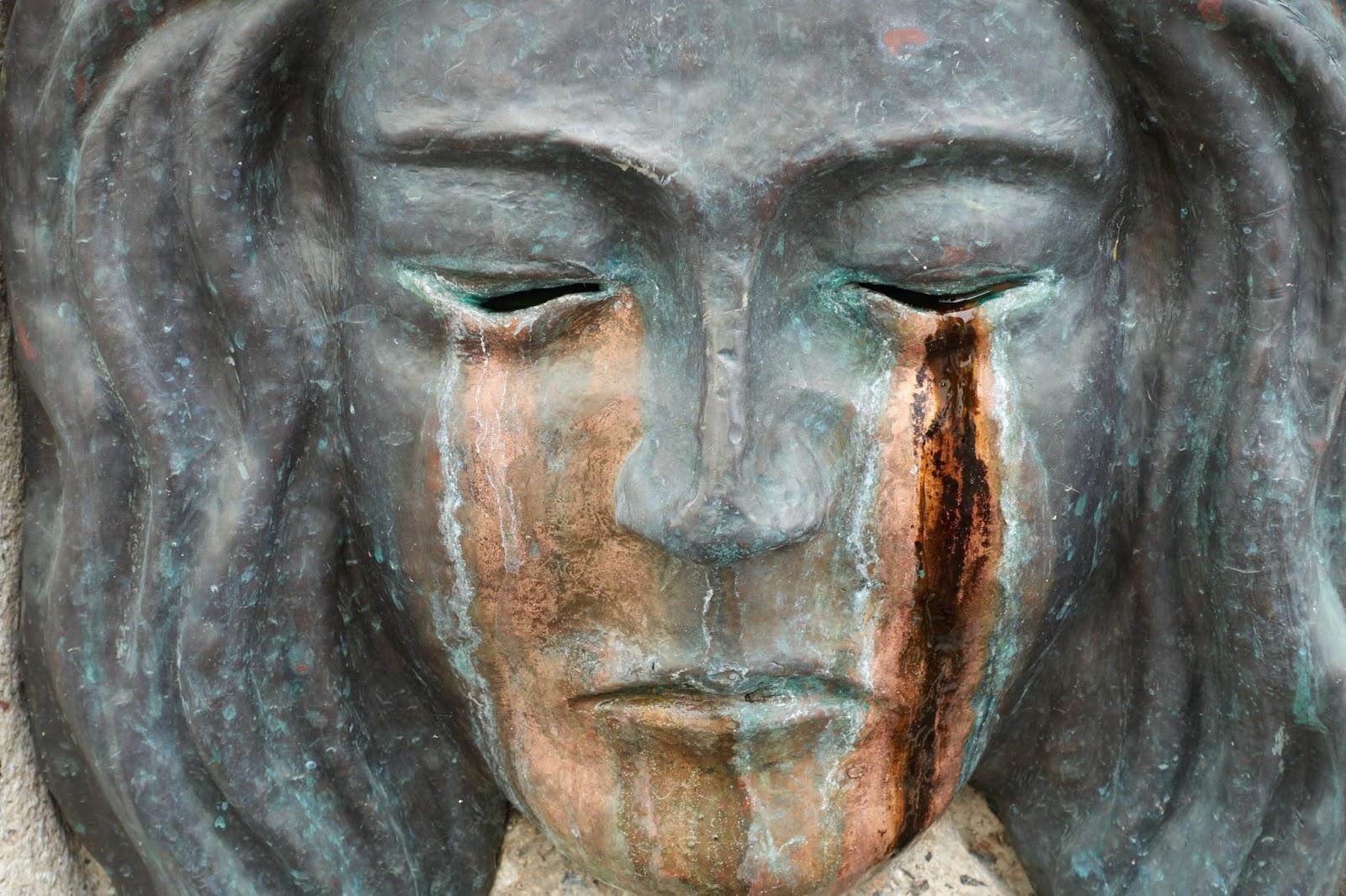 Estatua llorosa