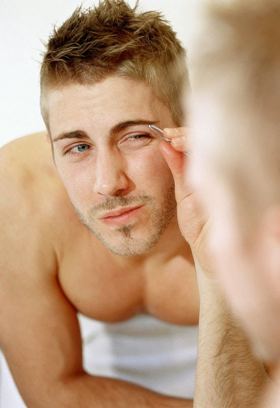 HOW TO PROPERLY GROOM EYEBROWS FOR MEN - Discreet Magazine