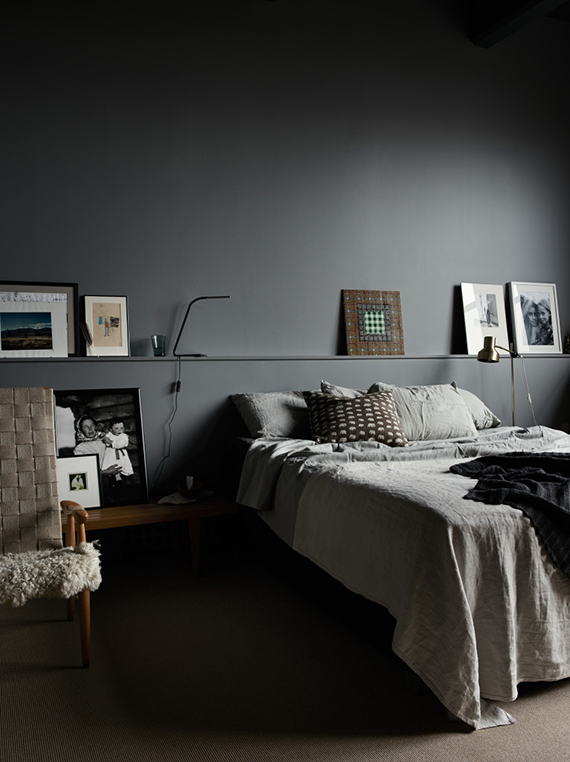 Calm bedrooms in dark grey hues | Pia Ulin