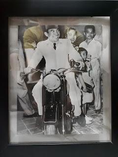 Foto Jadul Presiden Soekarno Beserta Ibu Fatmawati Dan Megawati Soekarno Putri SKN001